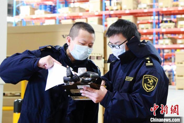 中国新闻网客户端@黑龙江前4月出口沃尔沃汽车3403辆 同比增22.21%