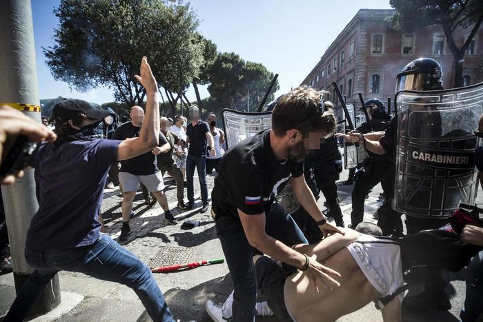 央视新闻客户端意大利罗马爆发示威游行 警方拘捕多人