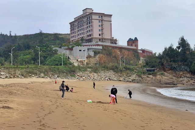 [约吗旅行]距离福州30分钟车程有一处堆满垃圾的海滩,却深受欢迎