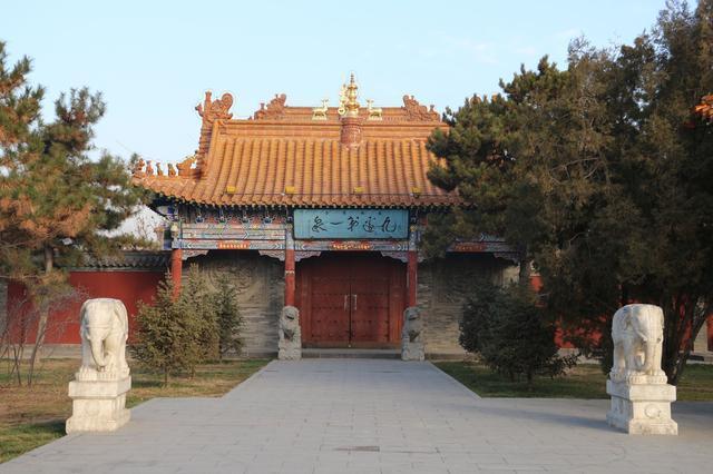 约吗旅行■内蒙古大召寺,国内少有的银佛寺