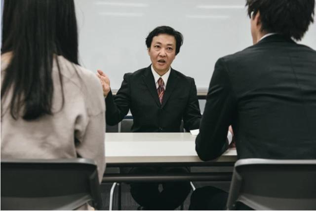 """环球时评太难了!日本新员工参加视频会议""""穿衣不规范""""入职一个月被炒"""