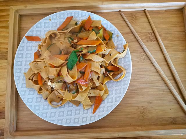 家常豆腐皮做法,鲜香味美,简单易学,2块钱做1大盘