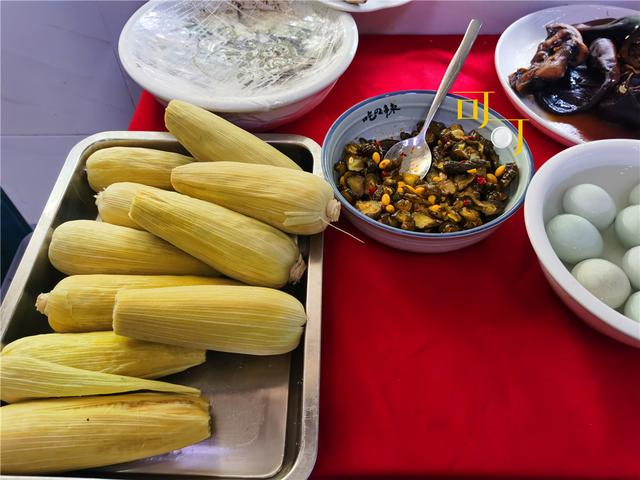 #约吗旅行#绍兴东浦古镇当地人吃的餐馆吃顿午餐,二两黄酒,两人两菜106元