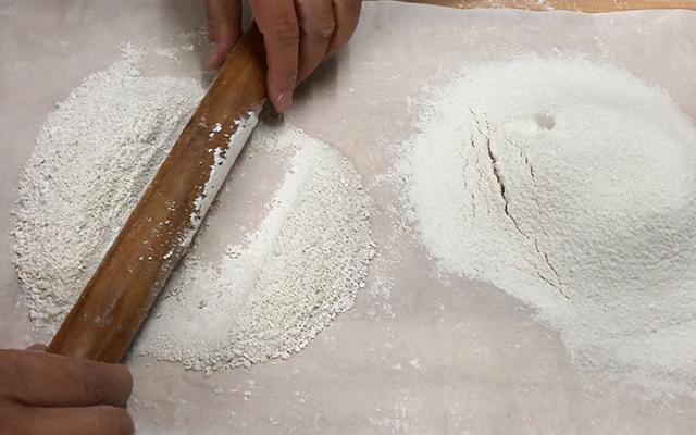 传统工艺展现从红薯,到淀粉,再到凉粉的全过程,纯手工无添加