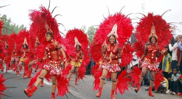 「旅行柚子君」最炸裂的非洲街头派对,这个节日充斥着非洲人的狂野和乐趣