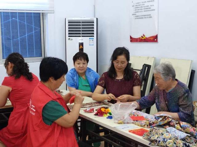大河客户端三门峡向阳街道:吃粽子、缝香包,辖区群众浓情过端午