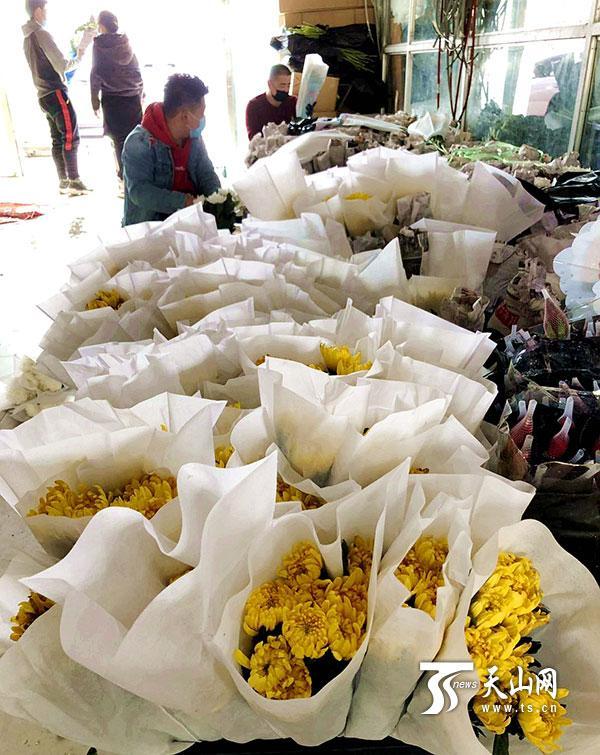 全国党媒信息公共平台■一天卖出万余支菊花 清明祭祀鲜花热销