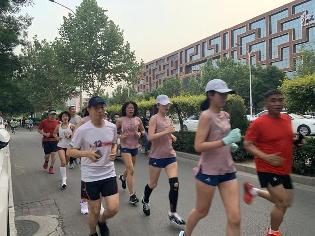 燕赵都市报520,用跑步向城市表白