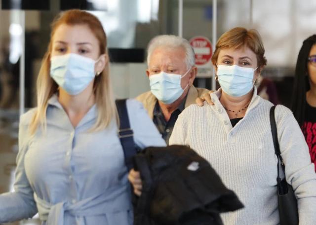 健康学堂@美国70多个年轻人无视病毒去墨西哥玩,28人确诊,其他人正被观察