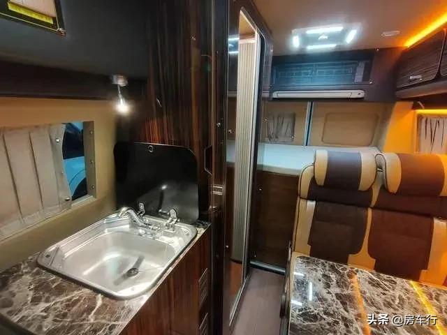 """低调的""""小房车"""",可商务可日常代步,夫妻俩旅行也不错"""
