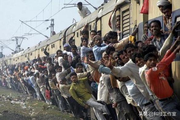 「约吗旅行」印度的火车真的挂满人吗?很多人都被骗了,现实中不比中国差!