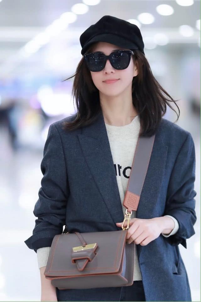 张钧甯大年初二现身机场,为美不戴口罩戴墨镜,真让人太担心