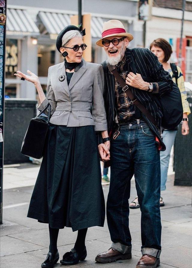 时尚与年龄无关,这些年过七旬奶奶穿搭真时髦,年轻人都自叹不如