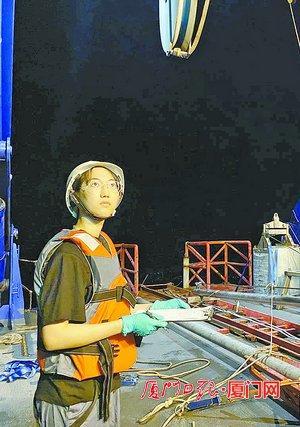"""台海网打捞远古生物 给海底量体温!""""嘉庚""""号科考船昨抵达两个站位,都有""""大动作"""""""