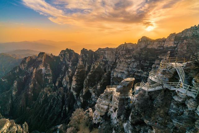 梦里浮生■河北很受欢迎的一座山,最高峰海拔2096米,是5A级景区