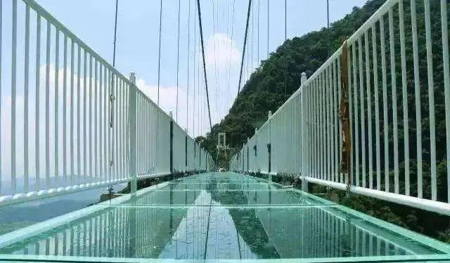 """[杭州日报]摆个镜子就叫""""天空之镜""""?这个网红景点翻车了..."""