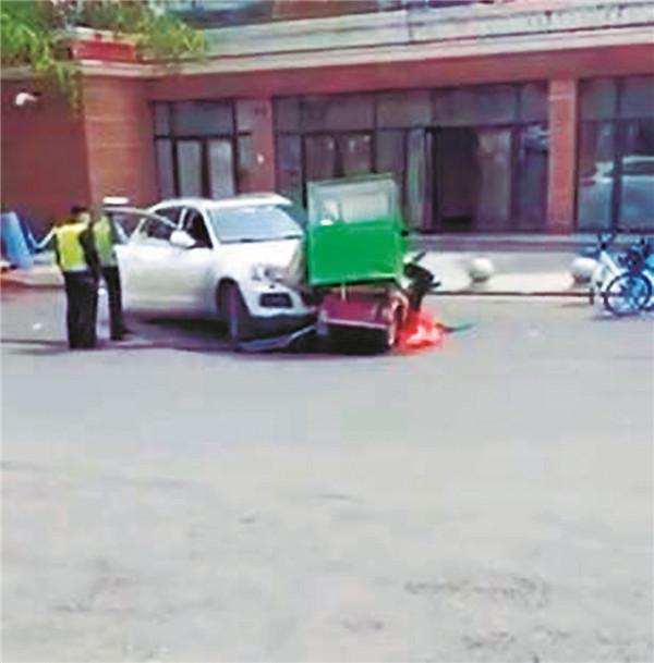 哈尔滨新闻网道外江畔路一辆SUV连撞4人致1死1伤