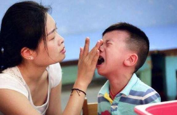 你的育儿经|爸爸姓李,全家费劲心思给孩子取名字,儿子上学后竟哭闹着要改名