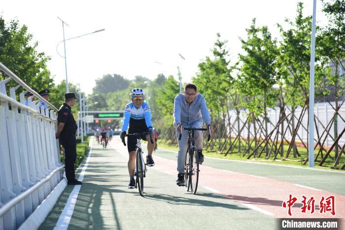 中国新闻网客户端北京首条自行车专用路开通一年累计骑行量超140万辆次