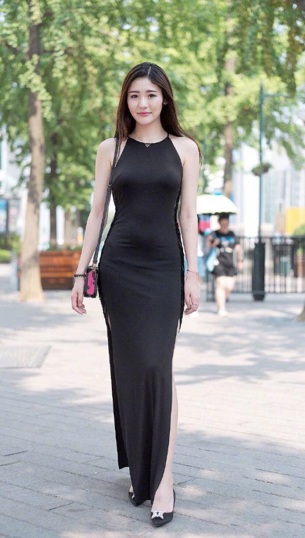 街拍时尚女性,长腿妹的秘密!