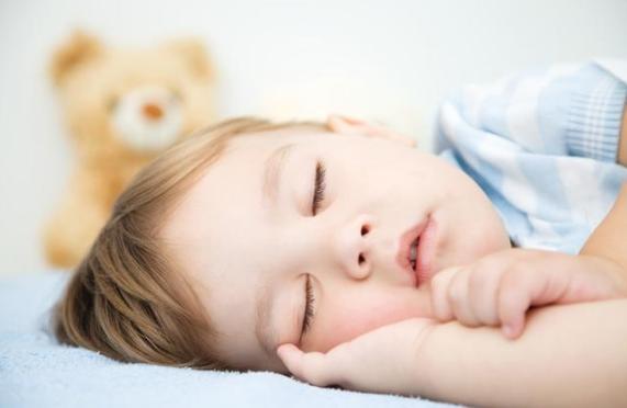 晚上要不要叫醒宝宝尿尿?认真看,做不对可能影响孩子正常成长