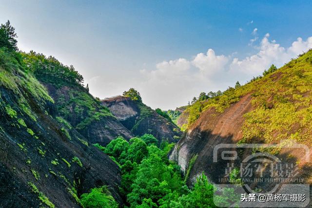 """#旅行百事通#江西有个村子因9个山坳得名,丹霞地貌很独特素有""""小桂林""""之称"""