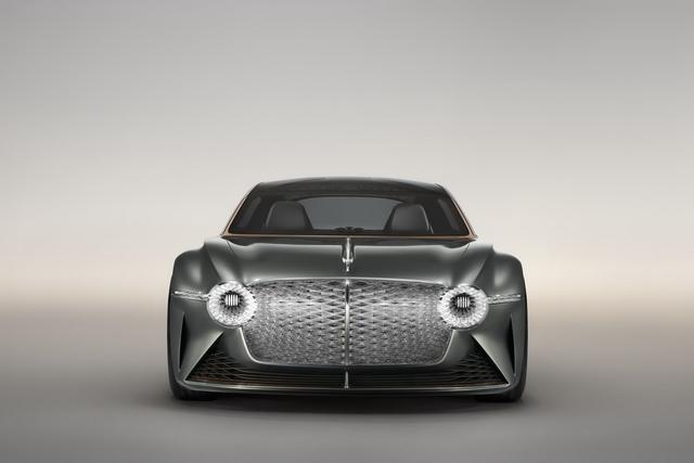 「蛋蛋懂车」宾利首款电动汽车要来了,零百加速2.5秒,15分钟充电80%