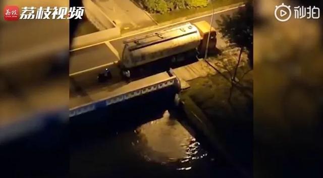 中国青年网槽罐车偷排泥浆欲逃逸,居民骑车阻止竟被撞身亡!警方通报来了