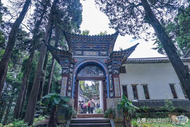 『旅行百事通』中国最文艺的寺庙,里面没有一炷香,香客来了却不知道怎么敬香