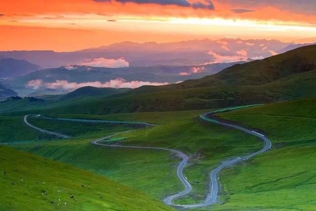 """趣旅游@这条路,新疆人一定都""""家喻户晓""""一天走四季,十里不同天"""