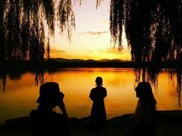 #旅行柚子君#疫情防控不出门 我把福海黄昏带给你~