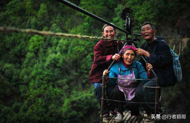 旅行柚子君:一个出入全靠溜索,悬崖上的奇特村庄,你知道在哪里吗?
