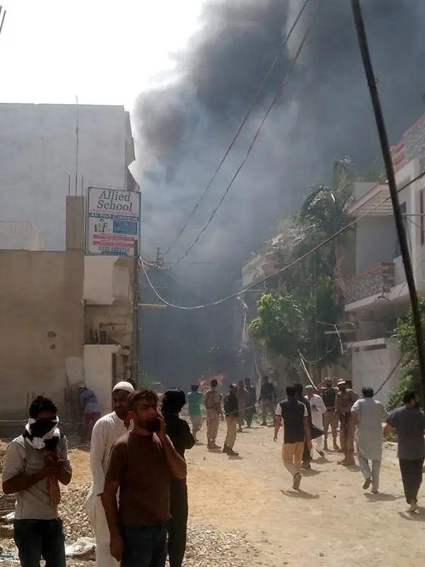 上观新闻巴基斯坦坠机事件已致97人死亡,2人奇迹生还