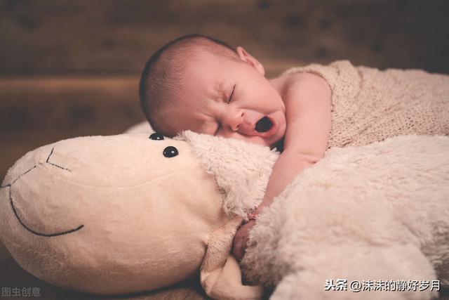 宝宝睡醒后通常会有3种表现,若是最后一种,妈妈就偷着乐吧