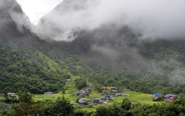 """旅行百事通:中国最后一块陆路孤岛,""""野人""""频繁出入,神秘种族至今是谜"""