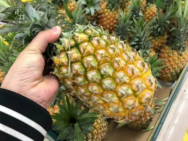 买菠萝时,聪明人碰上这3种菠萝扭头就走,老板扔掉也不会自己吃