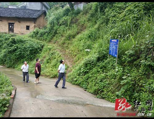 红网宁远:夜巡地质灾害点 人民干部保民安