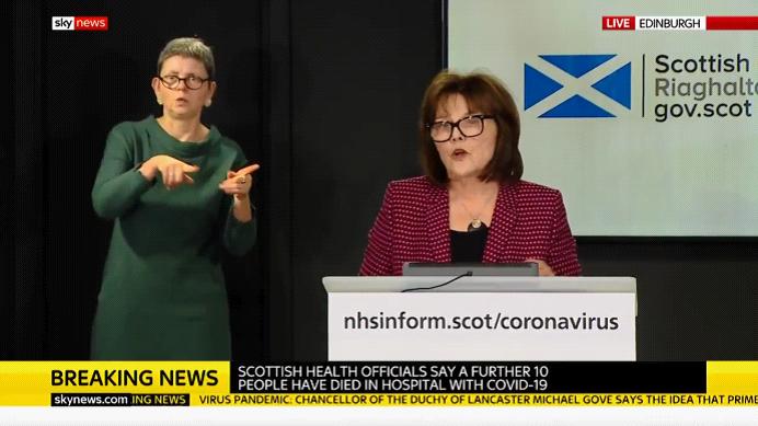 [央视新闻客户端]苏格兰卫生大臣:1000万件防喷溅面罩等重要医疗防护用品从中国运抵