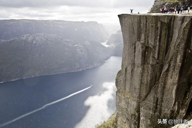 玩乐足迹:悬崖边的壮美山川,挑战布道石