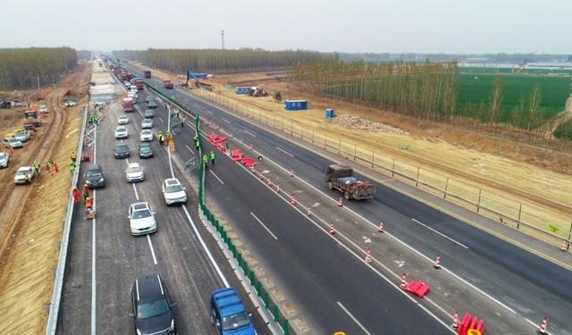 「大众日报」京台高速德州至齐河段改扩建工程实现第一次施工转序