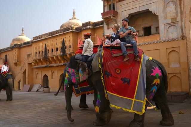旅行柚子君▲2000元人民币在印度能旅游多久?当地美女的话,让人觉得不可思议
