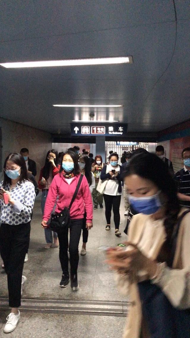 中国青年网地铁1号线王府井站受设备影响部分列车晚点,已处置完毕