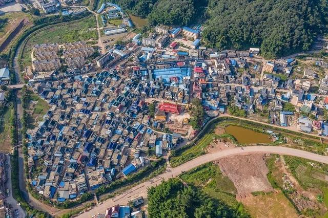 云南网@西盟 一座歌舞着的小城之 (五)穿过寨子的河流 舞蹈中的小龙英