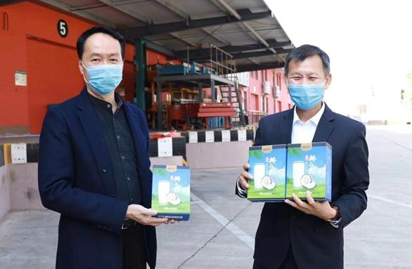 『旅行百事通』海南南国食品慰问滞留三亚湖北籍游客