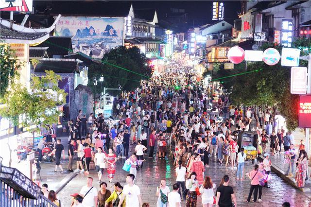 #玩乐足迹#广西桂林有一条步行街,长度不到800米,每天上千老外过来