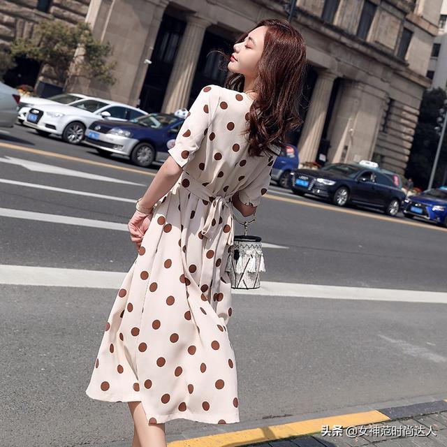 法式小众波点连衣裙,让你变身复古女郎,展现不一样的魅力