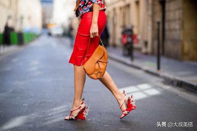 """""""包臀裙""""的长短,决定女人的气质,优雅和平庸只差一点点"""