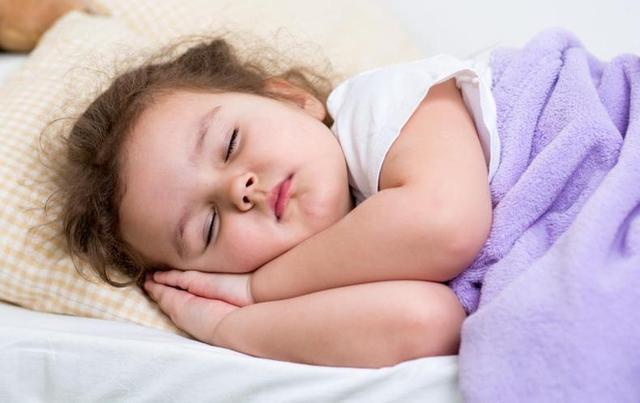 孩子3岁前,晚上一定和妈妈睡,看看原因