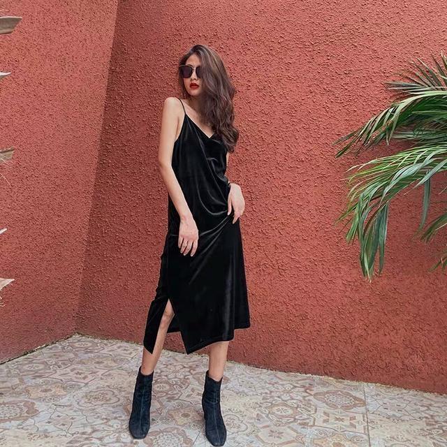 """入秋了,想做一个气质女人,建议穿""""黑裙""""搭小皮鞋,时髦不费心"""