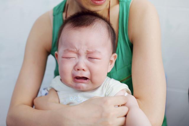 """0-1岁宝宝会经历几个""""猛涨期"""",妈妈该如何帮助宝宝轻松度过?"""